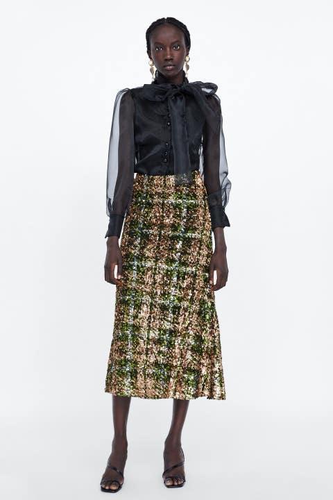 Clothing, Green, Fashion, Fashion model, Brown, Waist, Outerwear, Dress, Sleeve, Neck,
