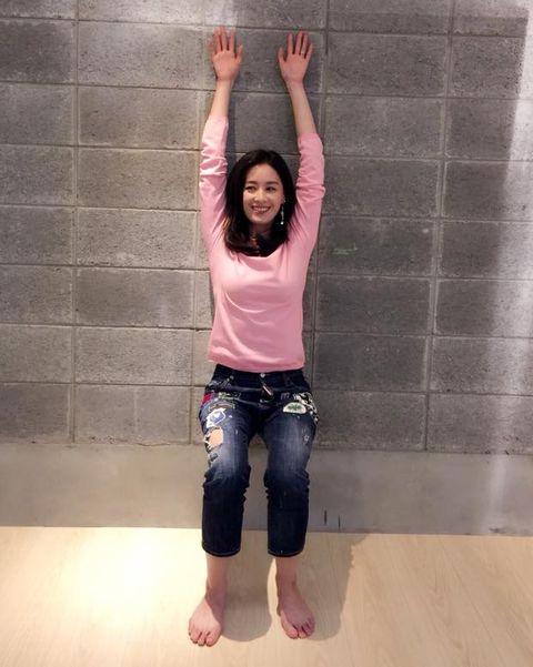 Shoulder, Joint, Standing, Arm, Fun, Leg, Floor,