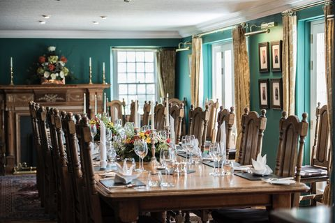Dining room, Room, Furniture, Table, Kitchen & dining room table, Interior design, Restaurant, Building, Chair, Home,