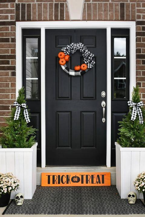 35 Best Halloween Door Ideas Diy Door Decorations For Halloween
