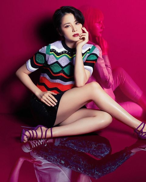 Leg, Thigh, Beauty, Sitting, Pink, Photo shoot, Human leg, Human body, Black hair, Fashion model,
