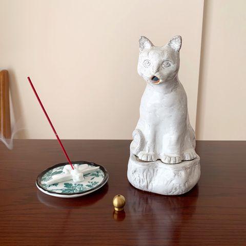 編集s乃が気に入っているシュールな猫の香呂、ブルックリンで買った球体のお香立て、蜂のお香立て
