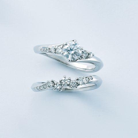 エクセルコ ダイヤモンド「ワイルドローズ」エンゲージリングとマリッジリング