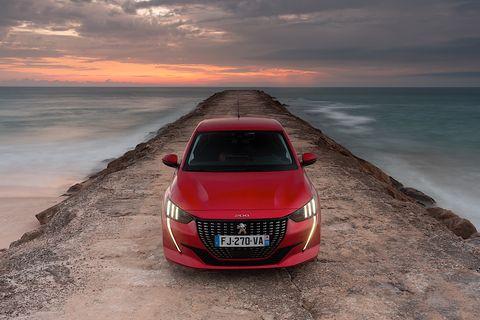 Land vehicle, Vehicle, Car, Automotive design, Sky, Luxury vehicle, Mid-size car, Personal luxury car, City car, Audi,