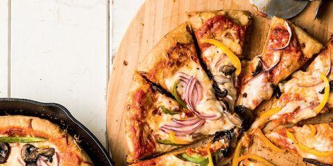 cast iron skillet pan pizza