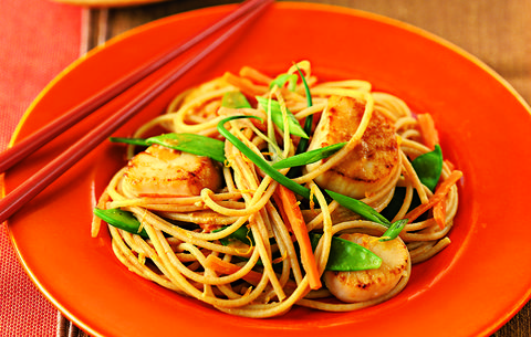 Tangerine Sesame Noodles With Seared Scallops