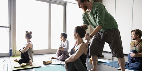 people doing yoga for sciatica