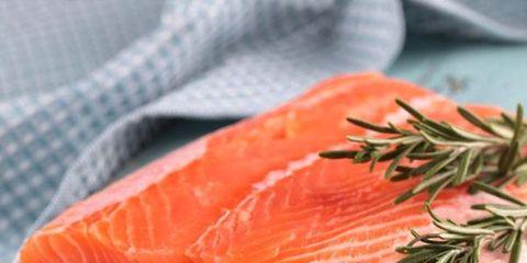 wild salmon nutrition versus farmed salmon; filet of salmon