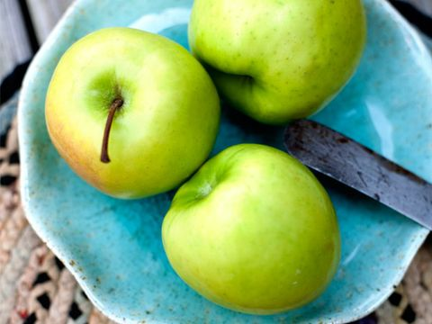 foods that are bad for your teeth: apples