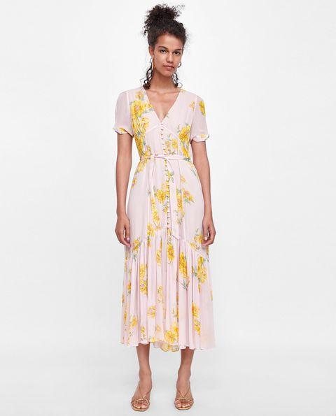 4ff1789abf 15 vestidos de flores para copiar el  look  Gigi Hadid y Sara Carbonero