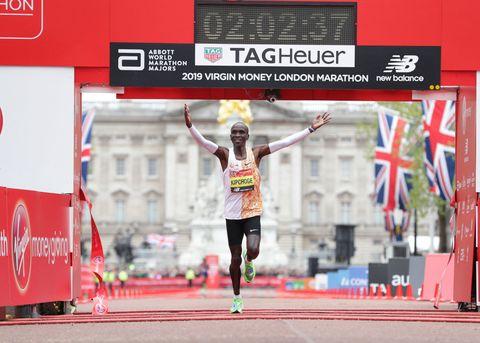 Eliud Kipchoge vuela en el Maratón de Londres
