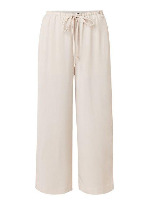 Clothing, White, Trousers, Active pants, Sportswear, Beige, Pocket, Bermuda shorts, Shorts,