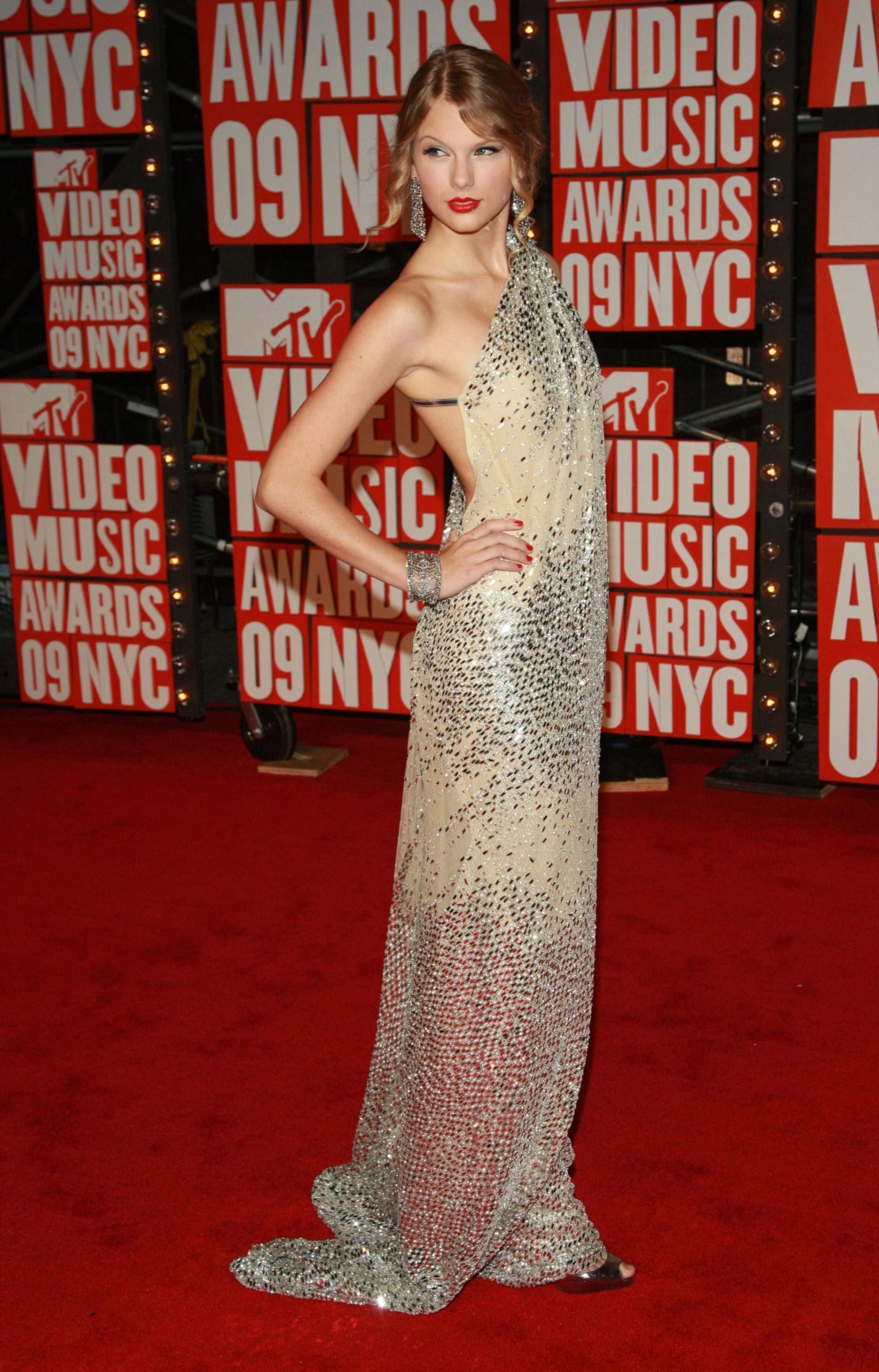 Taylor Swift Style Through The Years Taylor Swift Red Carpet Photos