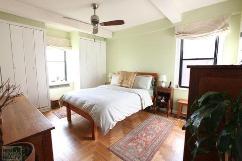 Bedroom, Furniture, Bed, Room, Property, Bed sheet, Floor, Interior design, Bed frame, Bedding,