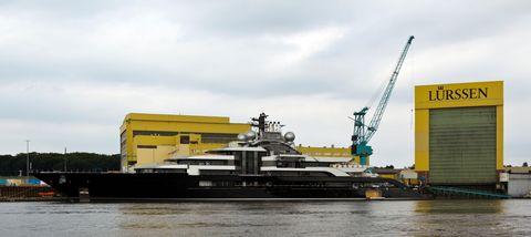 2c5jba5 lurssen shipyard on river weser, vegesack, bremen, germany