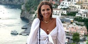 paula echevarria vestido blanco cuñas de esparto