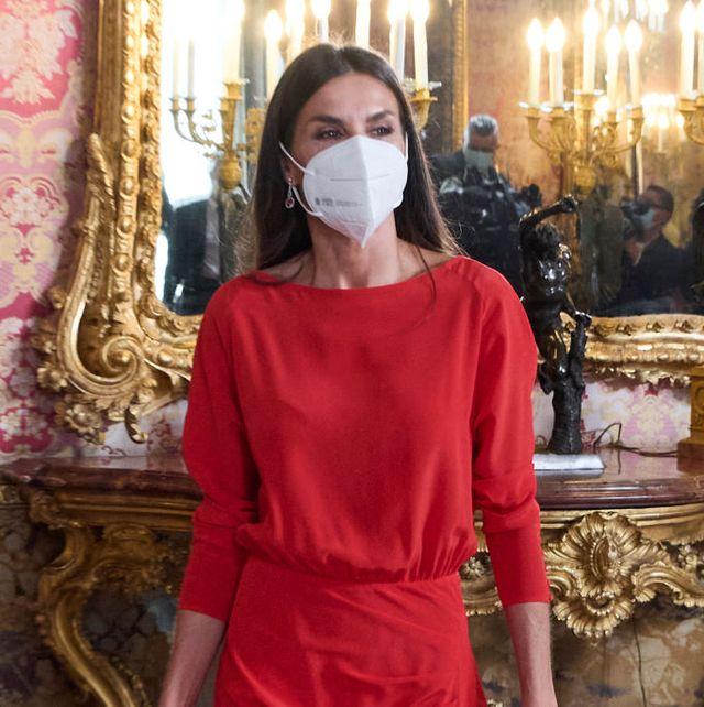 reina letizia vestido massimo dutti rojo