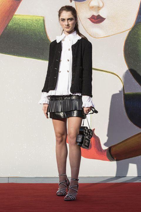 Fashion, Clothing, Fashion model, Carpet, Footwear, Fashion design, Red carpet, Leg, Flooring, Lip,