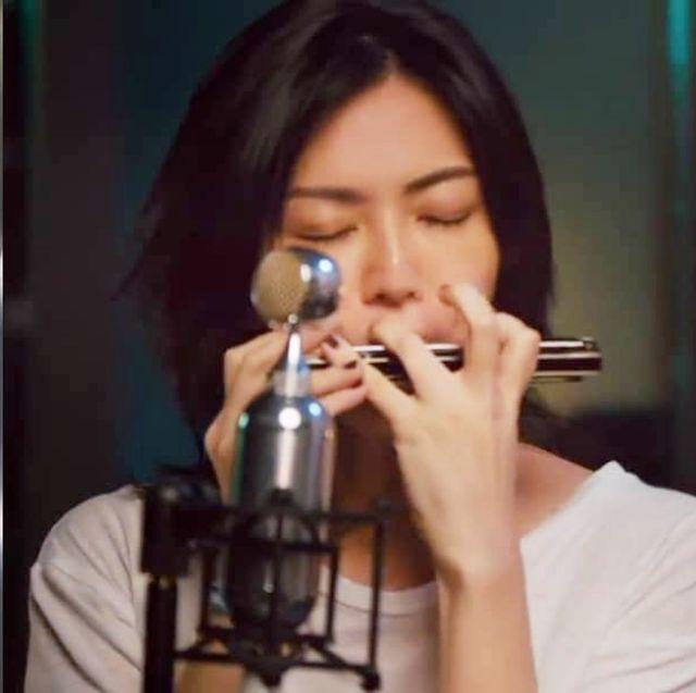 孫燕姿20周年線上演唱會驚喜登場!重現經典歌曲《天黑黑》美聲、還翻唱天團「搖滾金曲」?!