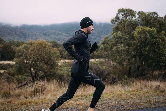 man jogging wearing 2xu gear