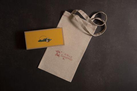 微熱山丘推出中秋限定「鳳梨奶黃月餅禮盒」!台灣土產鳳梨搭配奶皇內餡,鹹香清爽好美味