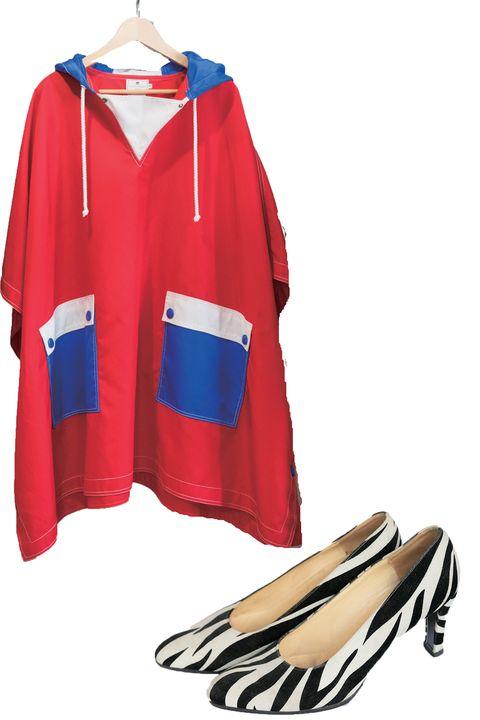 Clothing, Outerwear, Jersey, Footwear, Sleeve, Sportswear, Sports uniform, Jacket, Windbreaker, Hood,