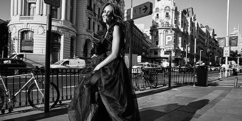 White, Black, Photograph, Black-and-white, Monochrome, Standing, Street fashion, Monochrome photography, Snapshot, Street,