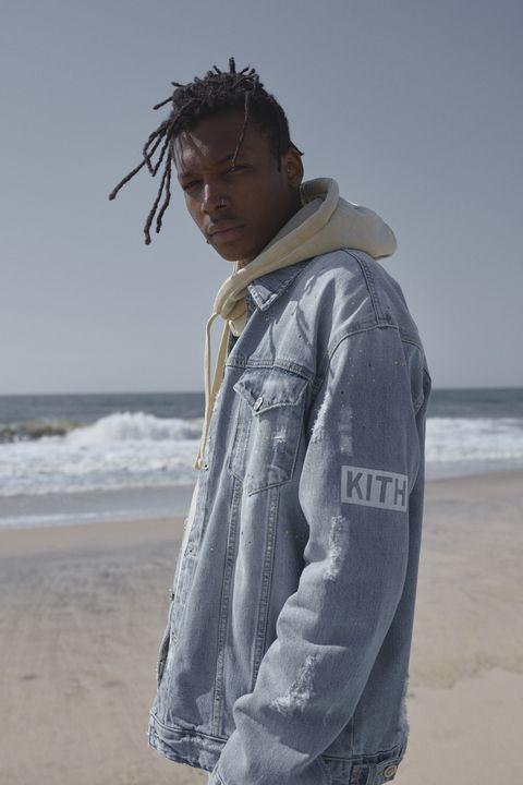 Outerwear, Hoodie, Jacket, Sleeve, Denim, Textile, Beach, Jeans, Top,