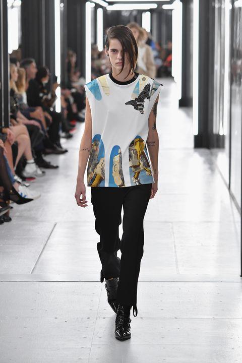 Fashion model, Fashion, Clothing, Fashion show, Runway, Shoulder, Street fashion, Beauty, Snapshot, Yellow,