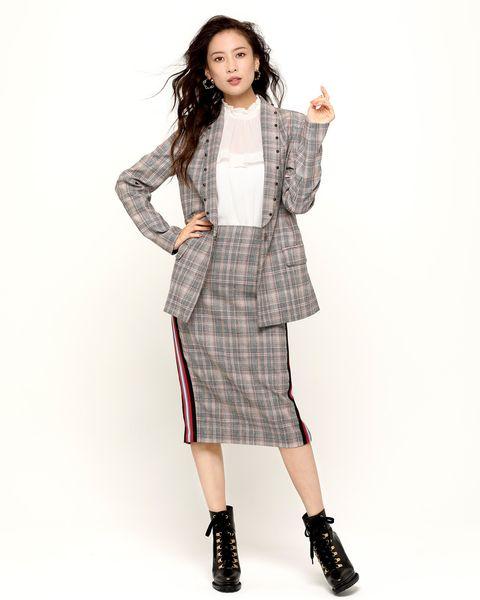 Clothing, Fashion model, Plaid, Pattern, Tartan, Outerwear, Sleeve, Shoulder, Fashion, Dress,