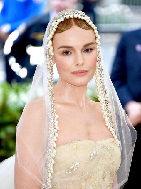 Hair, Veil, Headpiece, Bridal veil, Bridal accessory, Bride, Hair accessory, Hairstyle, Beauty, Fashion accessory,