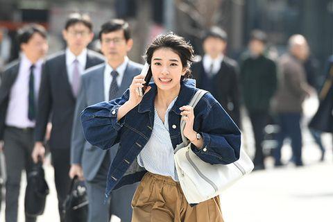Photograph, Street fashion, Snapshot, Fashion, Human, Outerwear, Shoulder, White-collar worker, Technology, Street,