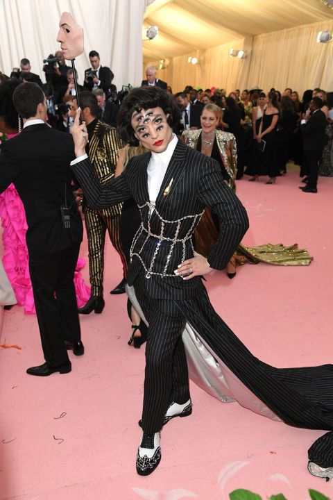 Suit, Fashion, Event, Flooring, Red carpet, Carpet, Formal wear, Fun, Tuxedo, Haute couture,