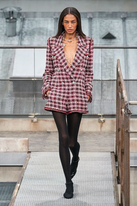 Fashion model, Fashion, Clothing, Fashion show, Street fashion, Plaid, Outerwear, Pattern, Runway, Haute couture,