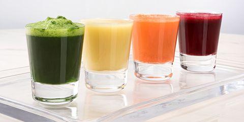 100%の野菜ジュース| 賞味期限が切れたら、絶対に飲むべきではない4種のドリンク