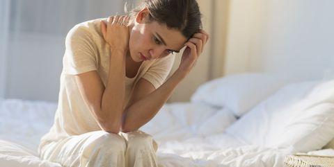 やめた直後は頭痛がするかもしれない|カフェインをやめると起こる、7つの効果