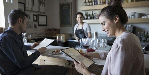 プロが教える、低カロリーのカクテルを選ぶためのヒント 低カロリーなお酒と太らないお酒の選び方