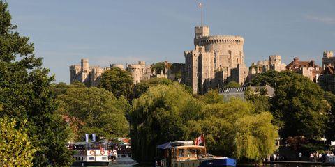 ウィンザー城|イギリス王室が所有する、豪華な宮殿&城 5選