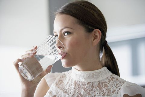 水は一日15~2リットル飲むべし