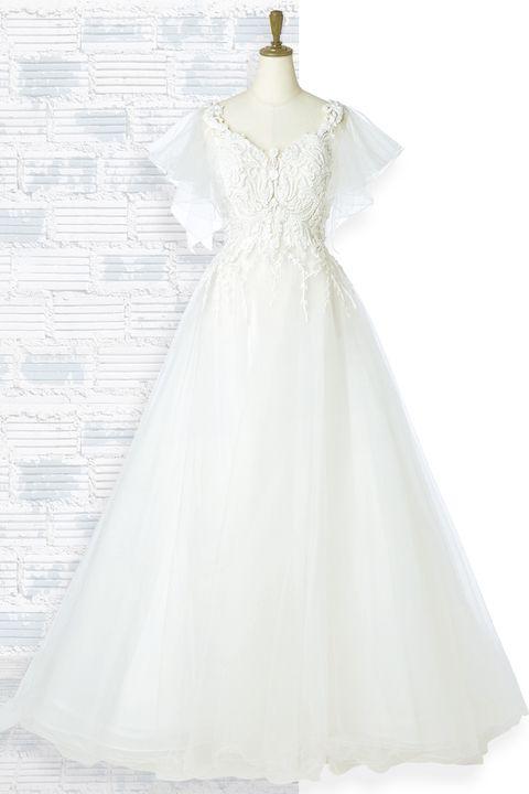 「桂由美ブライダルハウス 東京本店」の、取り外し可能なフリルの袖付き2ウェイドレス