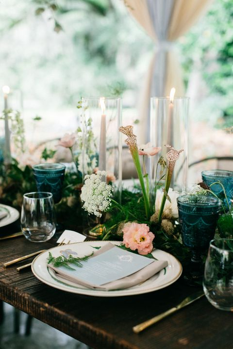Green, Photograph, Table, Rehearsal dinner, Centrepiece, Flower, Room, Brunch, Furniture, Meal,