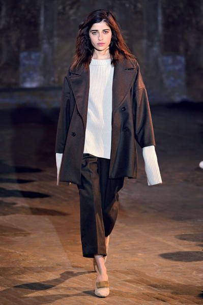 Sleeve, Human body, Shoulder, Fashion show, Coat, Outerwear, Winter, Style, Fashion model, Street fashion,