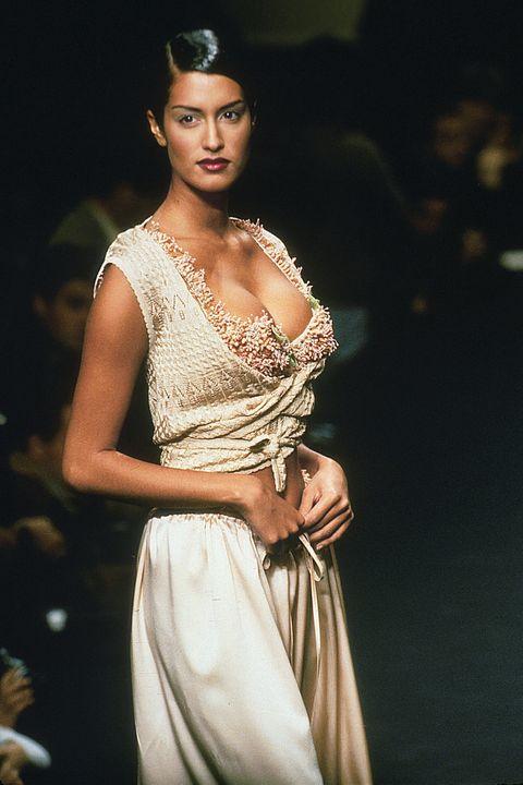 Fashion model, Clothing, Beauty, Fashion, Dress, Fashion design, Formal wear, Gown, Neck, Jewellery,