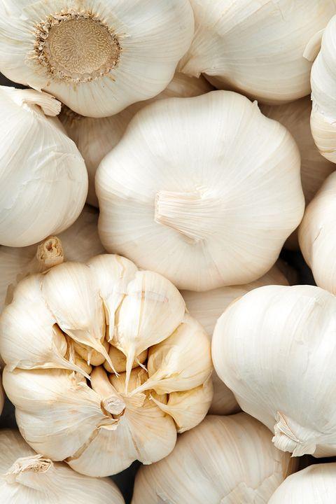 garlic cloves and bulbs