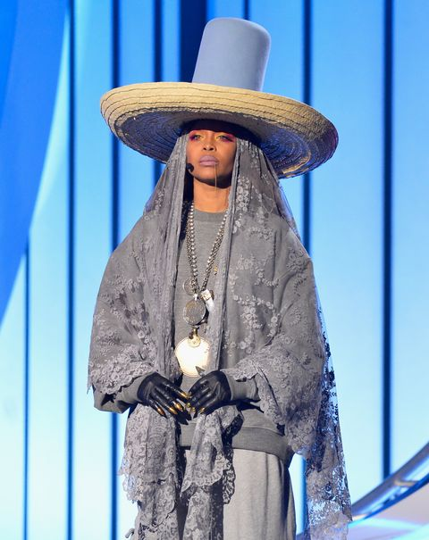 erykah badu hat at 2017 soul train awards