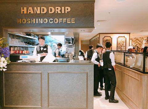日本超人氣名店「星乃珈琲店HOSHINO COFFEE」進駐新光三越南西店,9/16開幕必吃招牌「窯烤舒芙蕾熱蛋糕」、勃艮地牛肉舒芙蕾歐姆蛋焗飯、星乃精選咖啡。