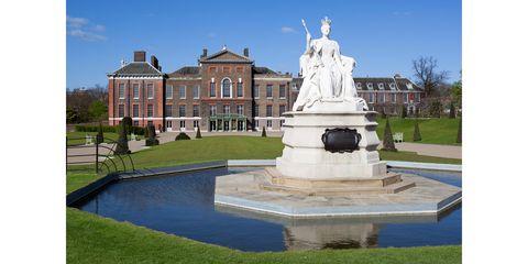 Landmark, Estate, Property, Statue, Building, Monument, Architecture, Mansion, House, Font,