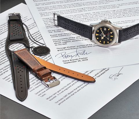 Analog watch, Watch, Watch accessory, Strap, Fashion accessory, Buckle, Material property, Belt, Jewellery, Leather,