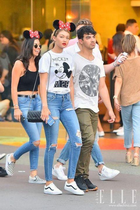 Jeans, Denim, Clothing, Leg, Snapshot, Fashion, Footwear, Street fashion, Textile, Waist,