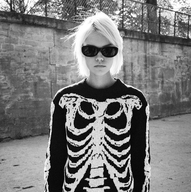 Eyewear, White, Black, Clothing, Street fashion, Black-and-white, Cool, Fashion, Sunglasses, T-shirt,